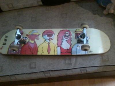 Vand skatebord Brun editie limitata cu axuri core,cu semnatura lui Sinboy