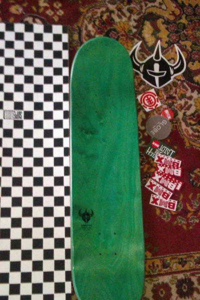 PLaCA Skate Darckstar NOUA  +grip tape 2 culori alb negru