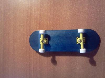 deck:redemption , trucks: td wide galbene , wheels : bollie cu rulment si riptape